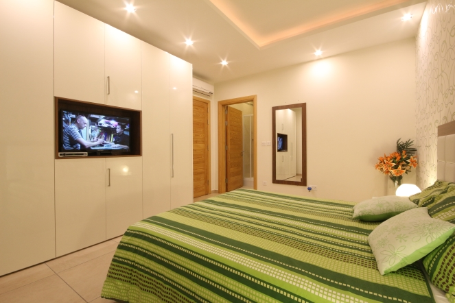 Apartment 1: Very spacious bedroom with ensuite bathroom