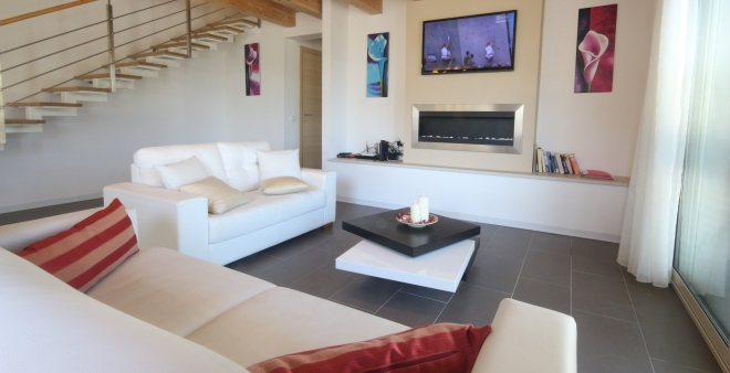 Villa 1: Spacious living area