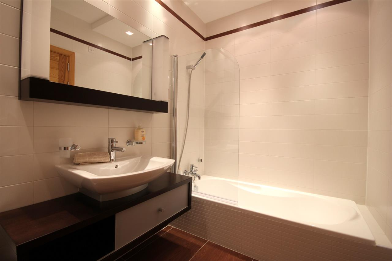 Large Main Bathroom
